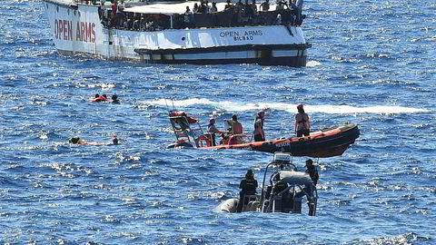 Dersom ingen gjennomfører redninger på Middelhavet, vil båter synke og mennesker drukne. Ruten fra Libya til Italia/Malta er i dag verdens dødeligste. Andelen som dør er nesten doblet fra i fjor, selv om antall døde har gått ned, skriver Karine Nordstrand, styreleder i Leger Uten Grenser.