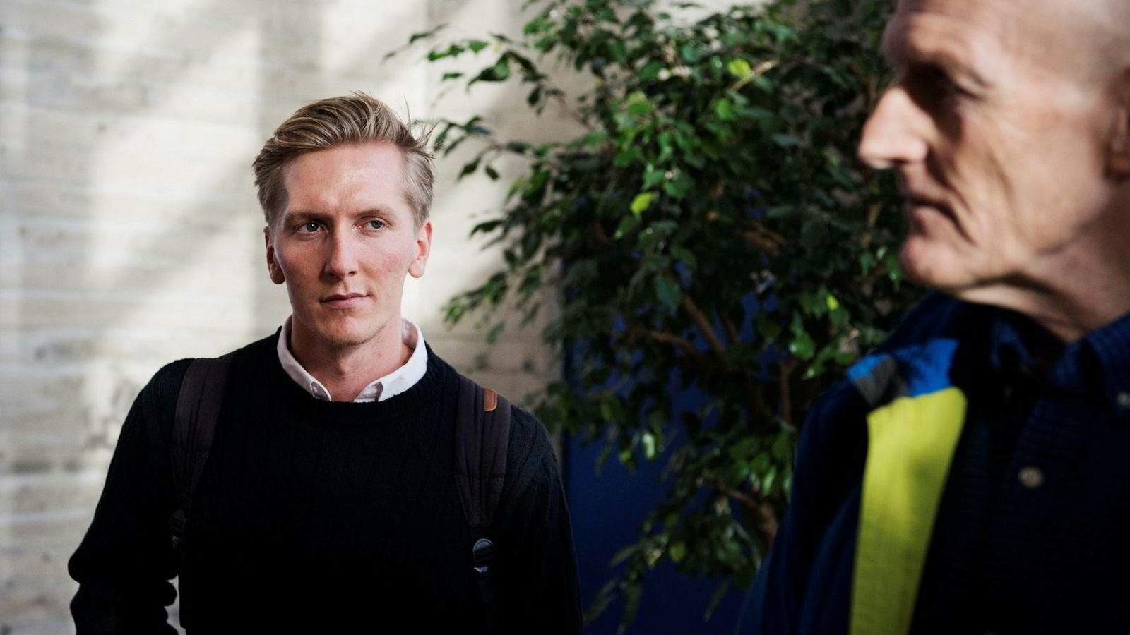 Professor Reidar Brumer Bratvold ved Universitetet i Stavanger har sammen med Erlend Mohus (til venstre) forsket på differansen mellom oljeselskapenes produksjonsanslag og faktiske resultater i 56 utbygginger siden 1995.