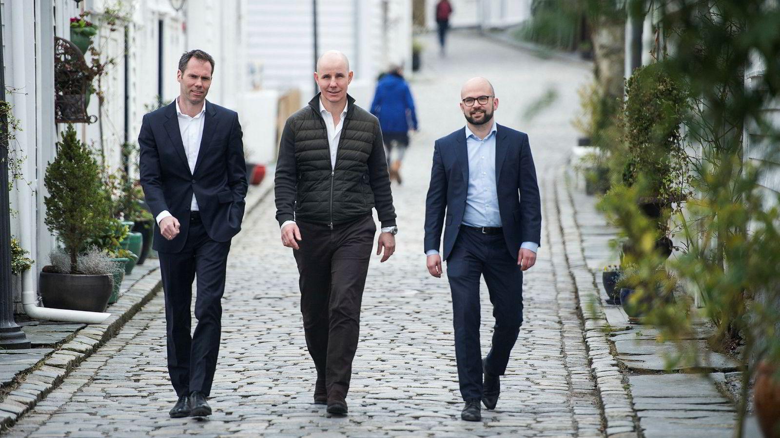 Tore Gjedebo (i midten) selger seg ut av Hitecvision etter flere års uenighet. Her er han sammen med invsteringsdirektørene  Knut Olav Rød (til venstre) og Haakon Stenrød i selskapet Watrium som kjøper Gjedebos eierandel.