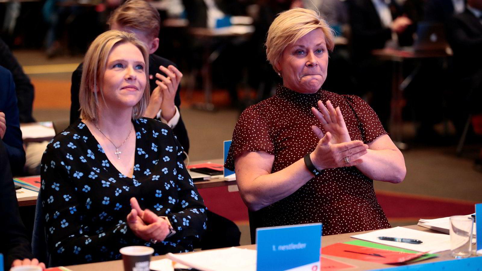 Fremskrittspartiets Sylvi Listhaug og Siv Jensen, her fotografert ved en tidligere anledning.