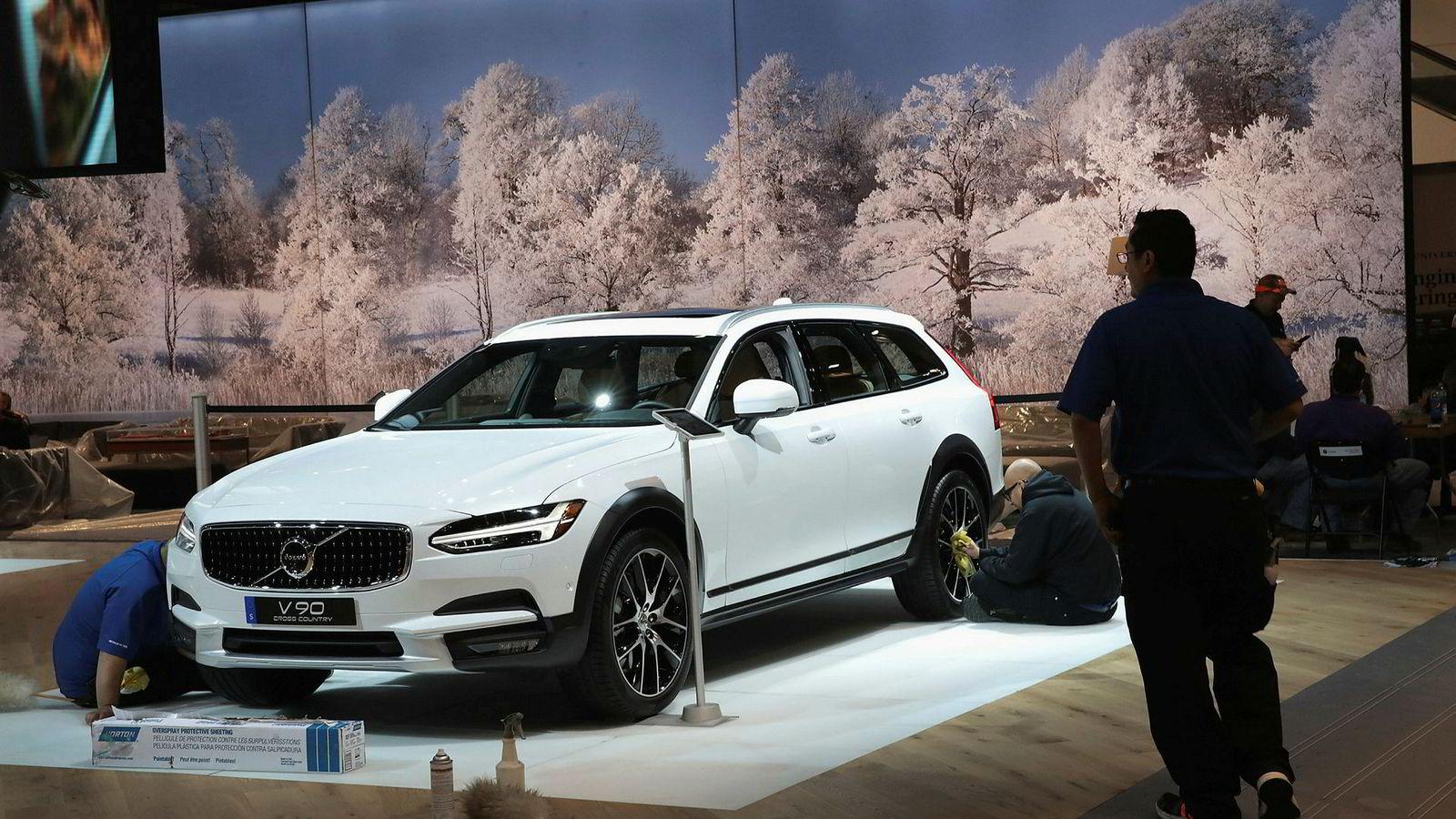 Det blir ikke like mange nyansettelser som planlagt ved Volvo Cars nye fabrikk i Sør-Carolina i USA.