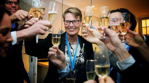Klimaminister Tine Sundtoft sparte ikke på champagnen da Parisavtalen ble vedtatt i helgen.                    Foto: Berit Roald,