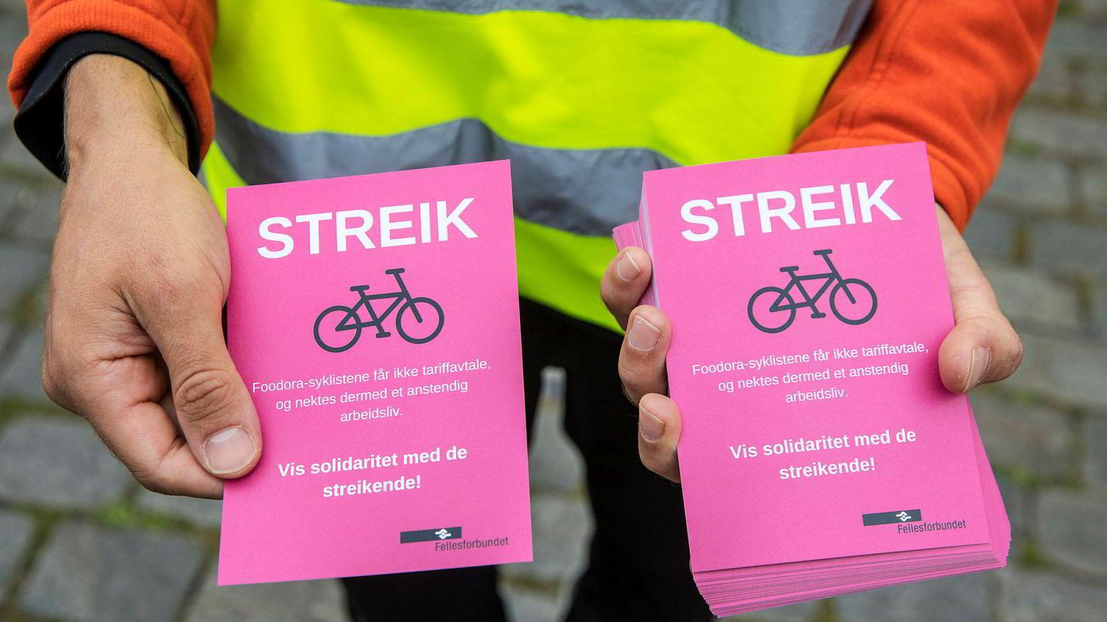 Oslosyklister i matleveringstjenesten Foodora streiket etter at selskapet og Fellesforbundet ikke klarte å bli enige om en tariffavtale.Foto: Ole Berg-Rusten / NTB scanpix