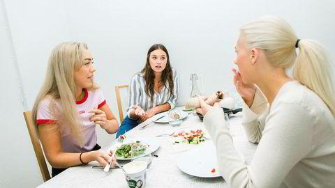 Studentene Helene Wehus, Marte Arkøy og Camilla Vinterhus er opptatt av å holde matbudsjettet nede. De velger ofte å lage middag sammen i kollektivet.