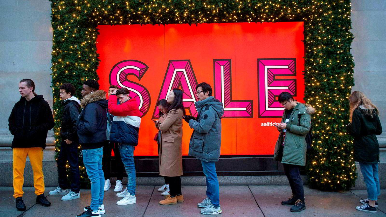Fra London sentrum, før julesalget i butikkene hadde startet om morgenen 26. desember.