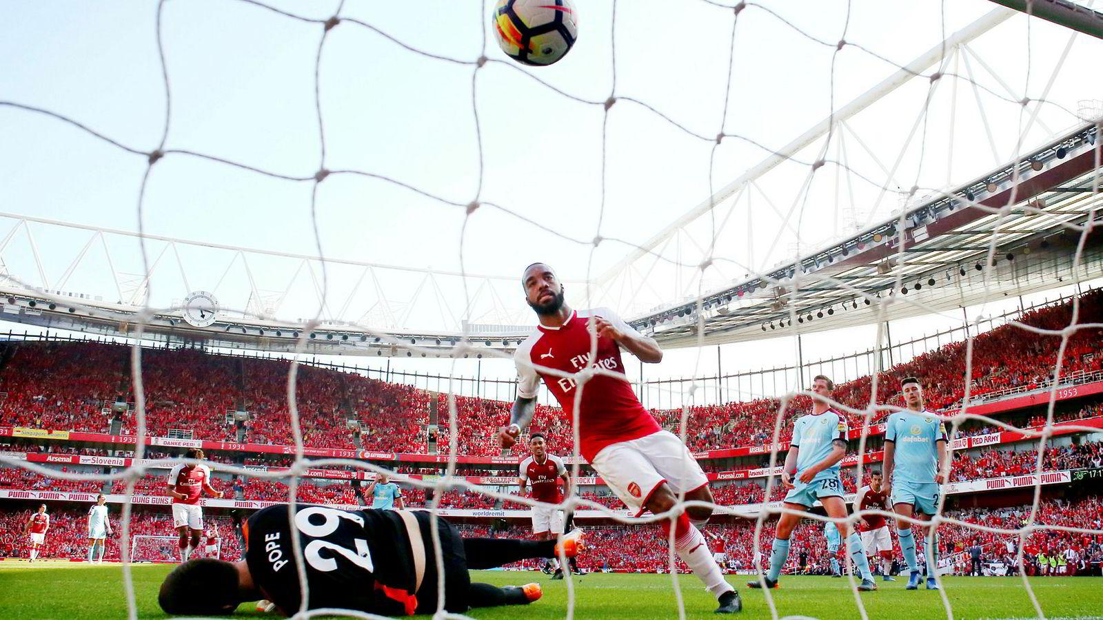 Arsenals stjernespiss Alexandre Lacazette er en av Premier League-profilene som kan bli å se på den amerikanske strømmetjenesten Amazon Prime i Storbritannia neste år.