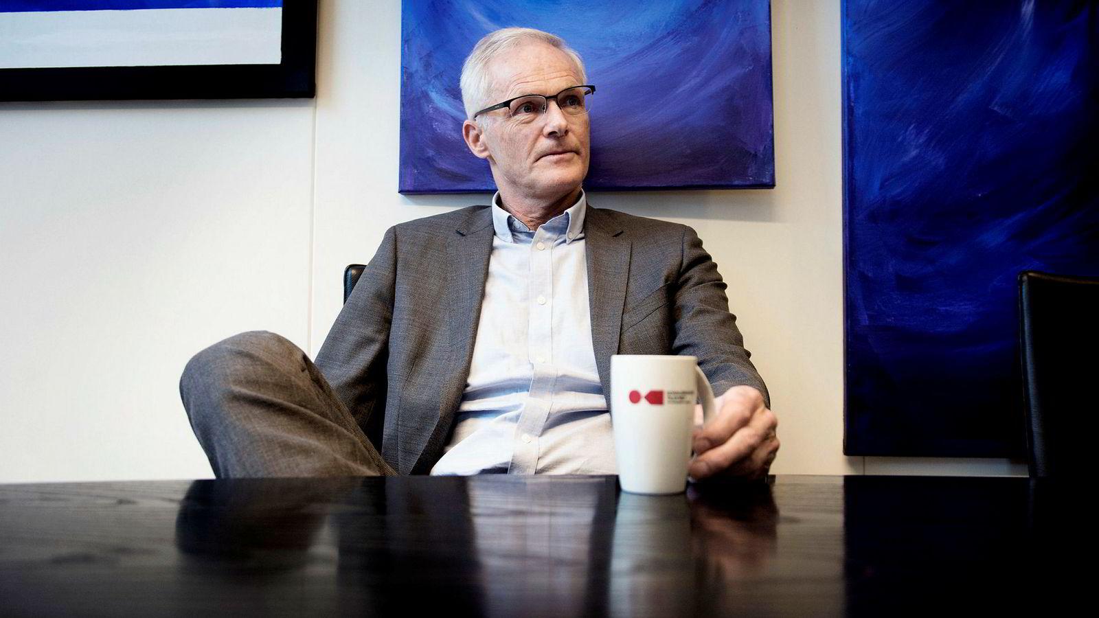 Direktør Lars Sørgard i Konkurransetilsynet mener dab-omleggingen har gitt NRK, P4 og Radio Norge anledning til å kjøpe seg fri fra konkurranse.