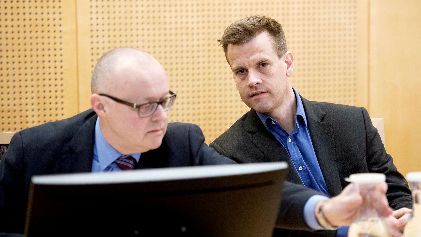 Arne Vigeland (til høyre) har saksøkt det tidligere styret i RenoNorden for å ha tilbakeholdt informasjon i forbindelse med en emisjon i selskapet. Tidligere styreleder, Per Gunnar Rymer (til venstre) er konsulent for Vigeland i søksmålet.