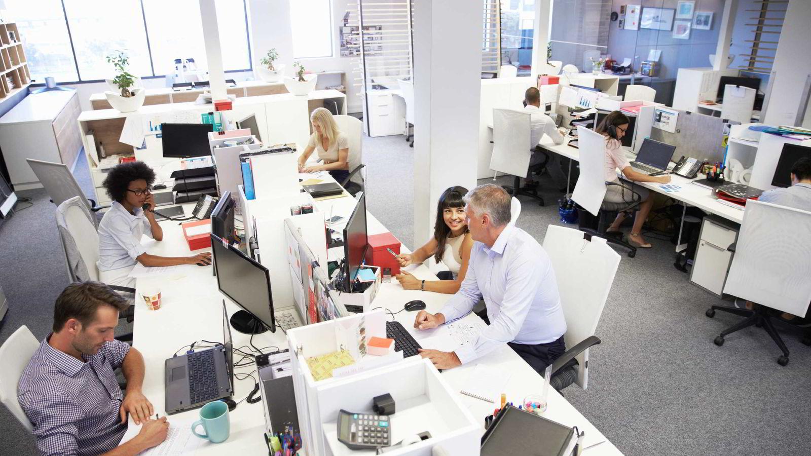 Et flertall av brukerne er negative til åpne kontorlandskap.