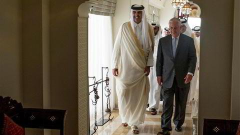 Emiren av Qatar, Sheikh Tamim Bin Hamad Al Thani, tok tirsdag imot USAs utenriksminister Rex Tillerson, som skal megle i konflikten.