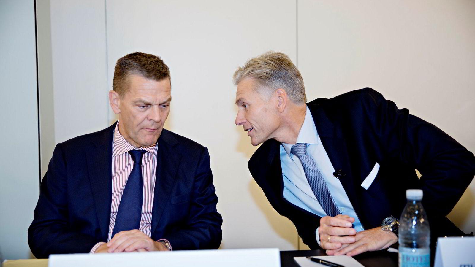 Thomas Borgen, til høyre, har gått av som konsernsjef for Danske Bank etter hvitvaskingskandalen i Estland. Ved hans side sitter styreleder Ole Andersen.