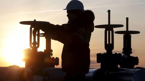 Opec forsøker å kutte produksjonen for å øke prisen på olje, men små kutt kan lett erstattes av amerikansk skiferproduksjon, mener analysesjef. Samtidig har Russland, der bildet er fra, rekordhøy produksjon.