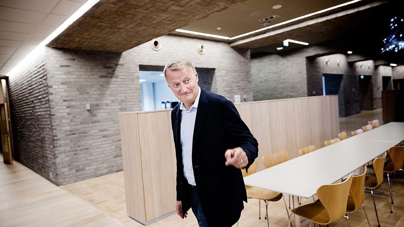 ÅTTE MINUTTER. DnB-sjef Rune Bjerke bruker åtte minutter på hver av kandidatene for å vurdere om han har troen på dem som fremtidige ledere i banken.               Foto: Per Thrana