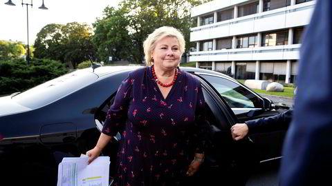 Siden annen verdenskrig har ingen borgerlige statsministere klart å holde makten i to perioder. Nå knaker det stygt også for statsminister Erna Solberg.