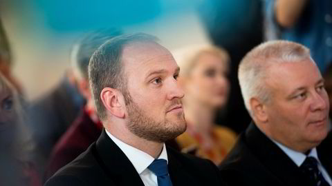 Fremskrittspartiets nye samferdselsminister Jon Georg Dale (til venstre) er neppe særlig begeistret over at dagens 228 bompengestasjoner vil øke med ytterligere 100.