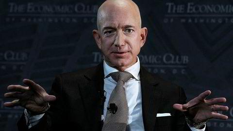 Amazon-sjef Jeff Bezos startet med å bygge opp et bokhandel på nett. Nå er han verdens rikeste mann.