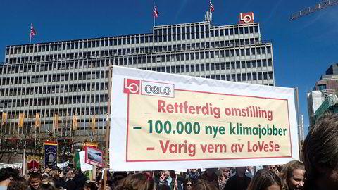 Oslo Arbeiderparti og flere fylkeslag går inn for varig vern mot petroleumsvirksomhet utenfor Lofoten, Vesterålen og Senja (LoVeSe). Bildet er fra 1. mai-toget i Oslo i 2017.