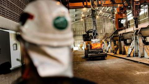 Veksten i norsk industri beveger seg i et roligere tempo enn foregående måneder, ifølge PMI-tallene. Her fra Hydros aluminiumfabrikk på Karmøy.