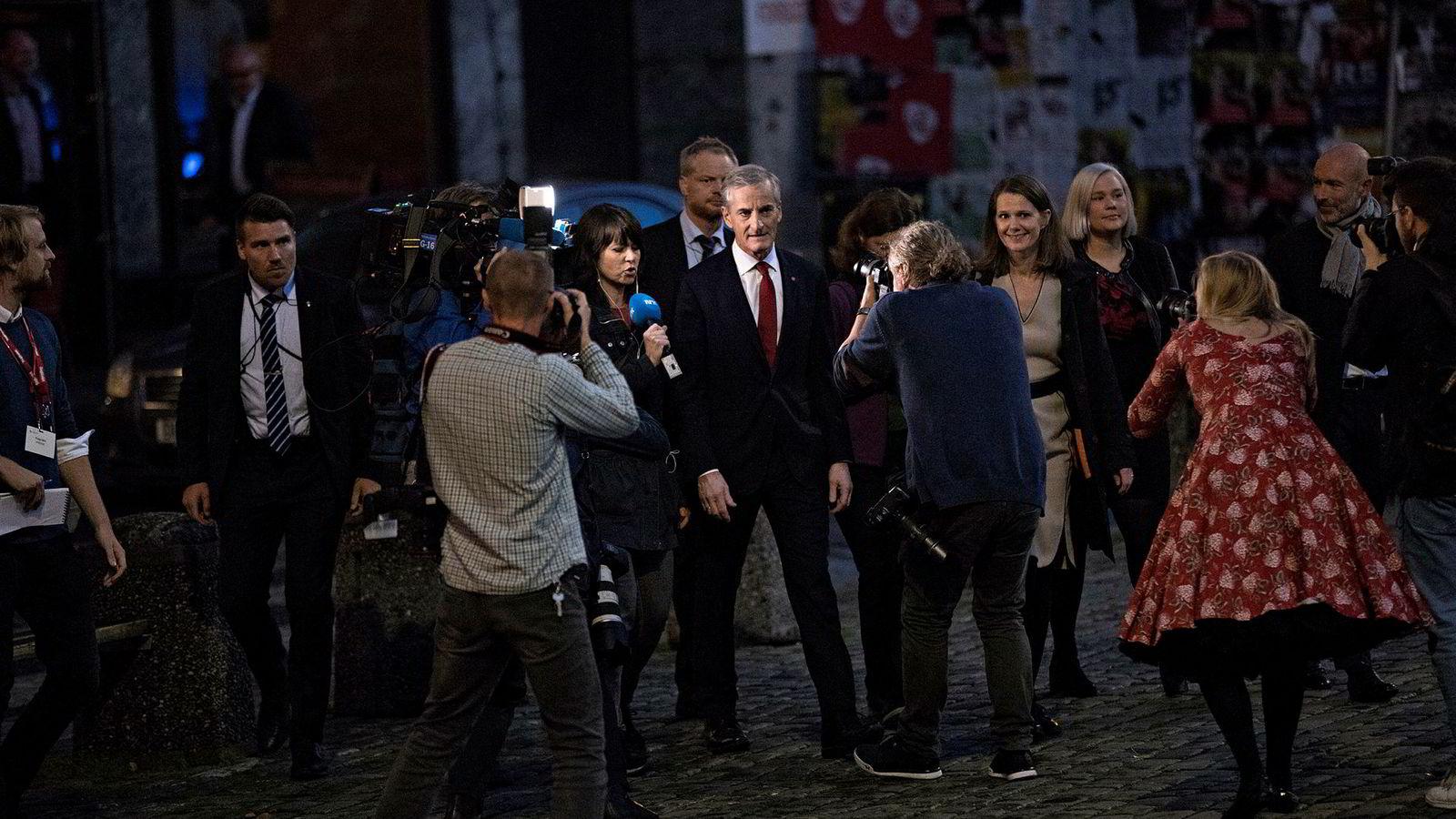 AP-leder Jonas Gahr Støre ankommer Arbeiderpartiets valgvake