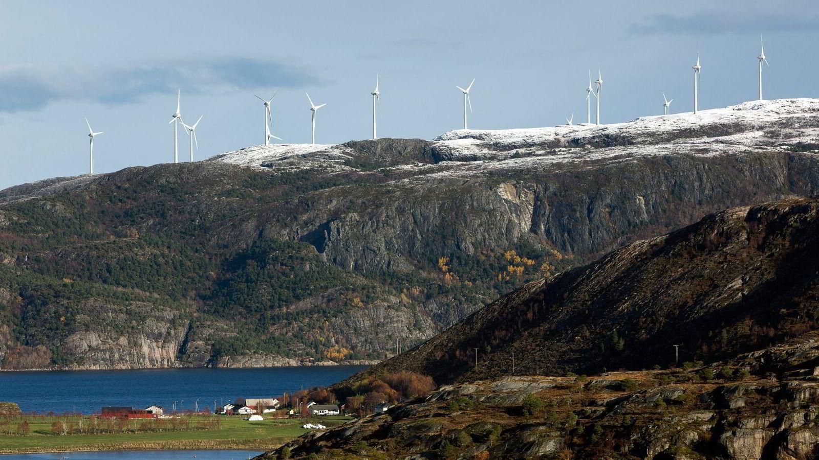 Statkraft med partnere skal bygge Europas største landbaserte vindkraftprosjekt i Midt-Norge. 278 digre vindmøller skal bygges på subsidier. Her fra Roan i Sør-Trøndelag.
