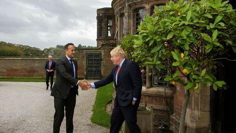 Ireland statsminister Leo Varadkar (til venstre) og britenes Boris Johnson fant tonen under møtet i Thornton Manor i britiske Cheshire.