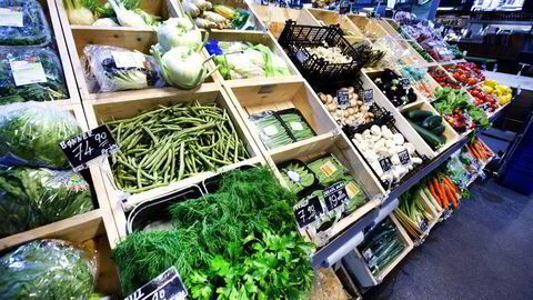 Ved å fjerne toll på import av økomat kan norske forbrukere øke forbruket av ren mat uten skade for helse og miljø, sier forfatteren. Foto: Gorm Kallestad/