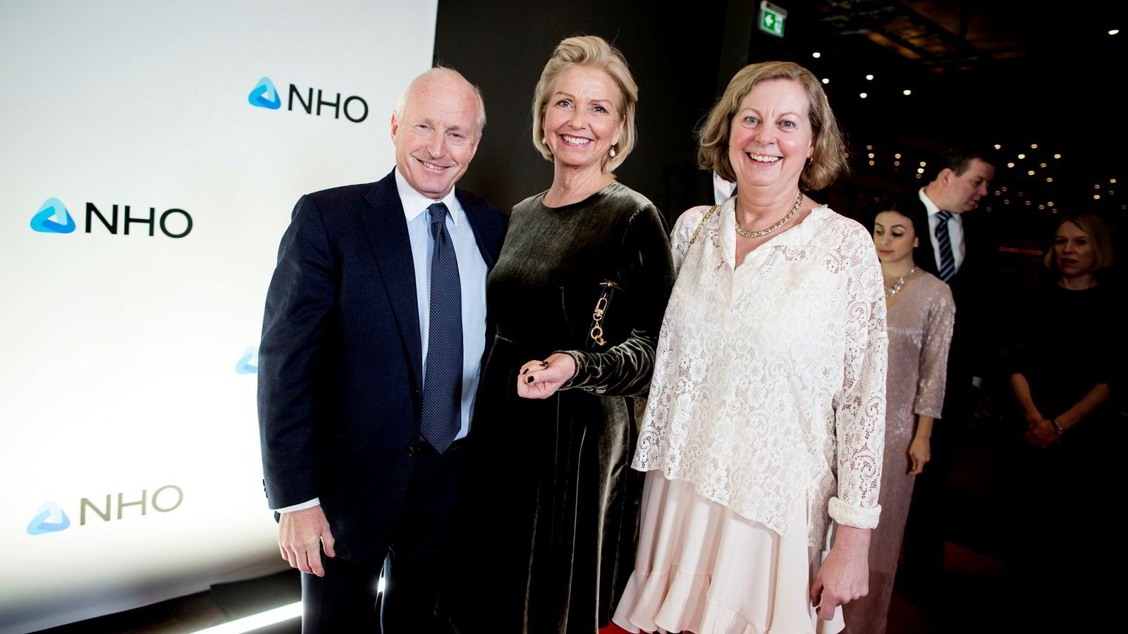 Fra venstre Christian Ringnes, Berit Kjøll og Berit Svendsen ankom torsdag kveld festmiddagen i anledning NHOs årskonferanse i Oslo Spektrum.