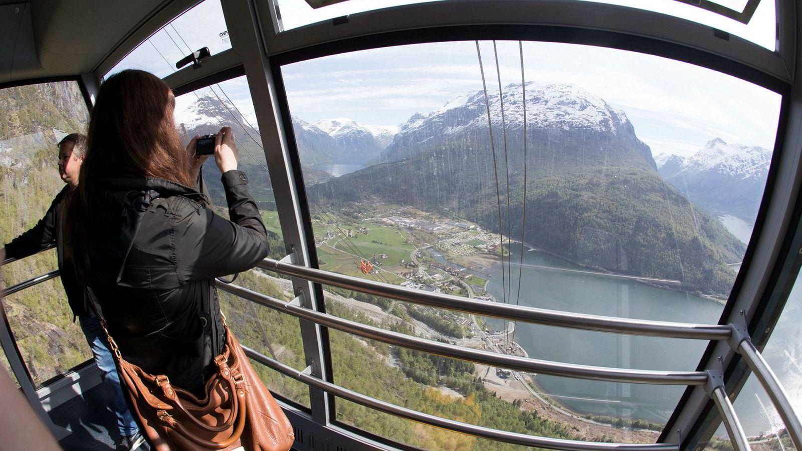 Loen skylift er blitt en populær turistattraksjon. Spektakulær utsikt, høykvalitetsservering og en eksepsjonell opp- og nedfart vitner om den type opplevelser som turistene nå etterspør, skriver artikkelforfatteren.