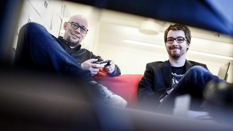 Rune Fjeld Olsen og Karl-Martin Hogsnes er spillanmeldere i Level Up. Når DN møter dem gjør de en anmeldelse av PlayStation-klassikeren Jak and Daxter fra 2001, som nylig ble oppdatert og utgitt til PS4. Foto: Nicklas Knudsen