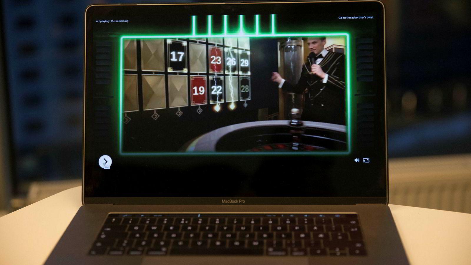 Utenlandske pengespill er forbudt i Norge. Reklamen retter seg mot de gruppene som er mest utsatt for å utvikle spilleavhengighet, skriver innleggsforfatterne.