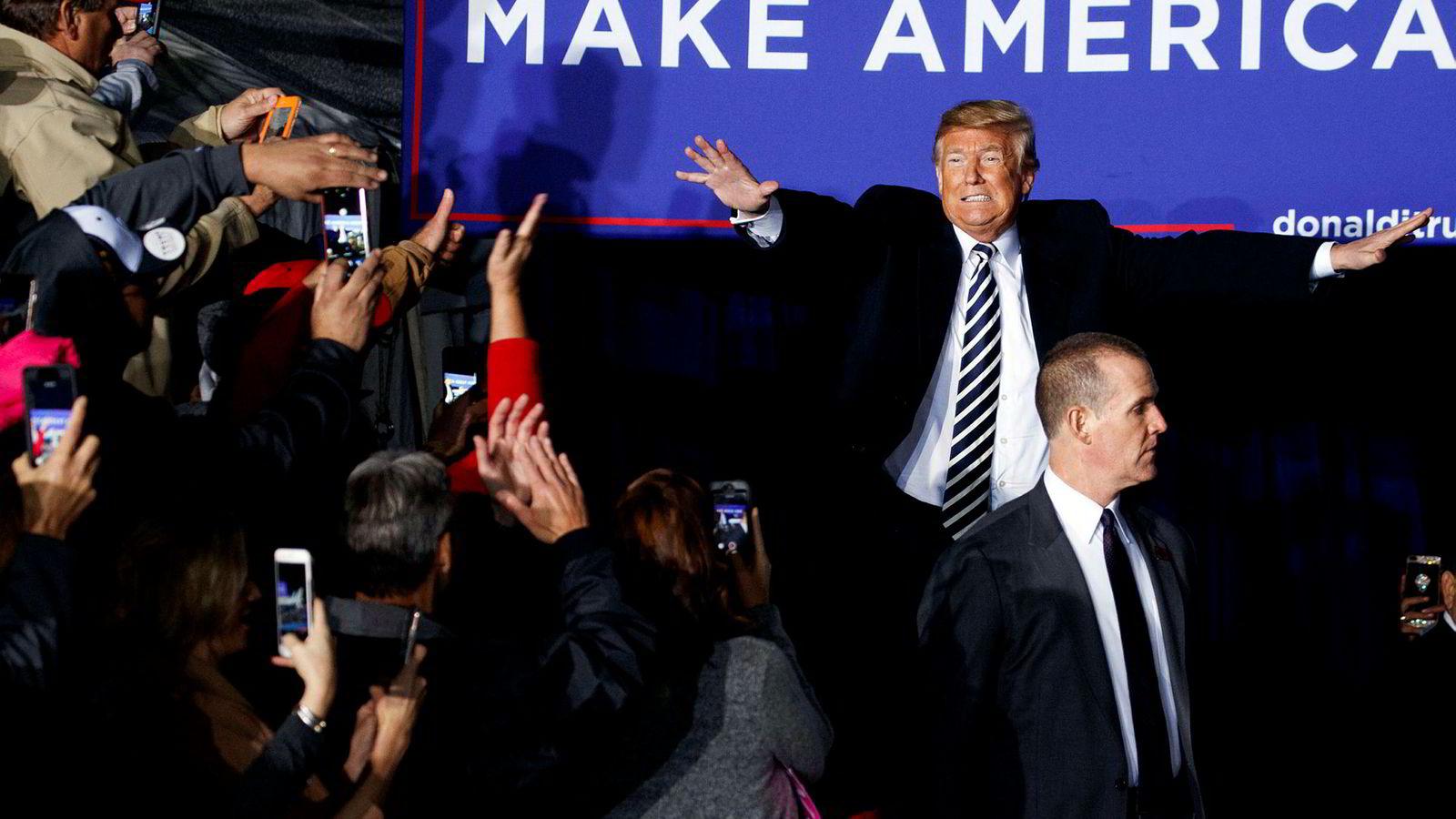 President Donald Trump har jobbet utrettelig med sin «Make America Great Again»-turné. Her ankommer han et arrangement i Missouri.