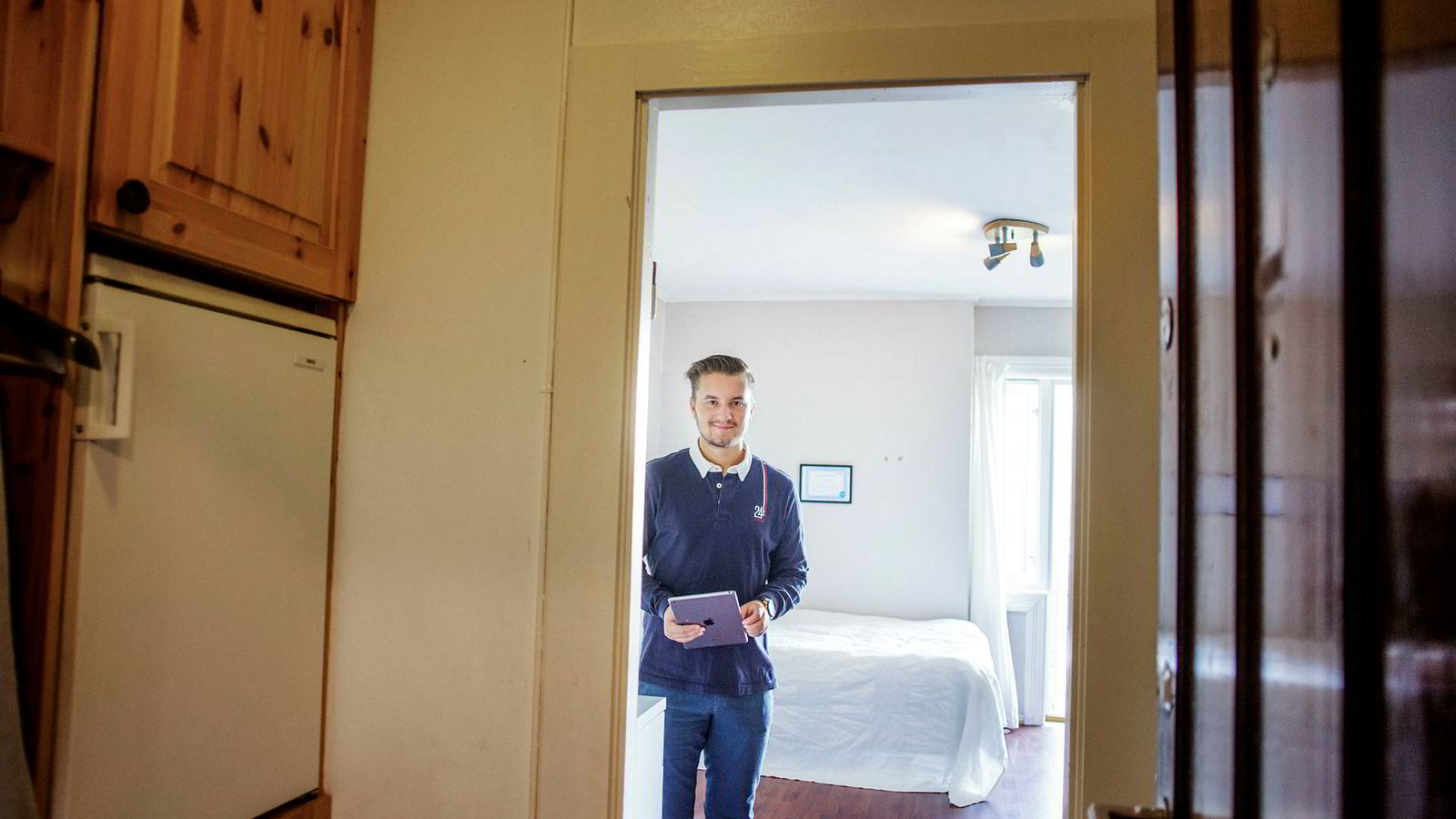 Anders Kløvning (23) er nyutdannet eiendomsmegler og har akkurat kjøpt bolig selv. Hans fremste tips til unge som skal inn på markedet er å ikke bry seg så mye om utseendet på leiligheten, men heller se potensialet den har.
