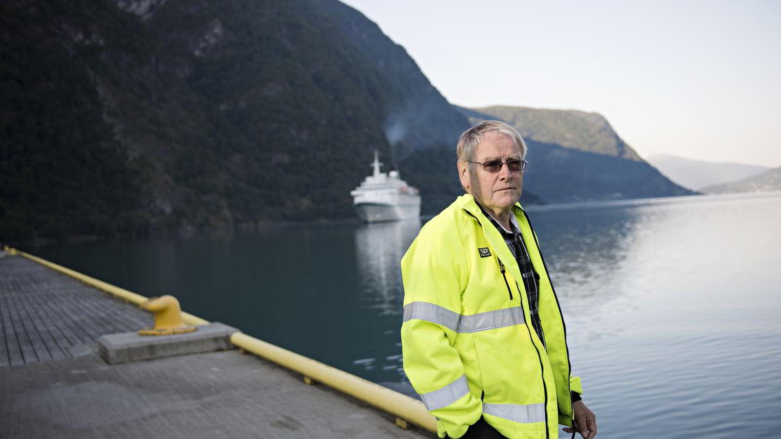 Oddvar Røysi ved cruisekaien i Skjolden.