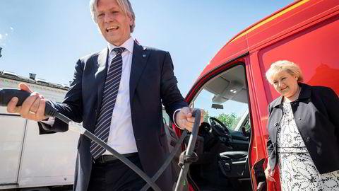 Klimaminister Ola Elvestuen mener regjeringen har fått anbefalingene, mens statsminister Erna Solberg venter på faglige råd.