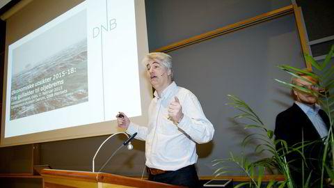 Øystein Dørum mottok i dag Prognoseprisen på Samunnsøkonomenes årlige valutaseminar. Foto: Mikaela Berg