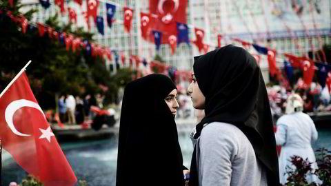 Tyrkia befinner seg altså i en sårbar og farlig situasjon. Det mest umiddelbare spørsmålet er hvor hardt og hvor bredt Erdogan-regimet kommer til å slå til, nå med kuppforsøket som et ekstra påskudd. Foto: Aris Messinis/Afp/NTB Scanpix