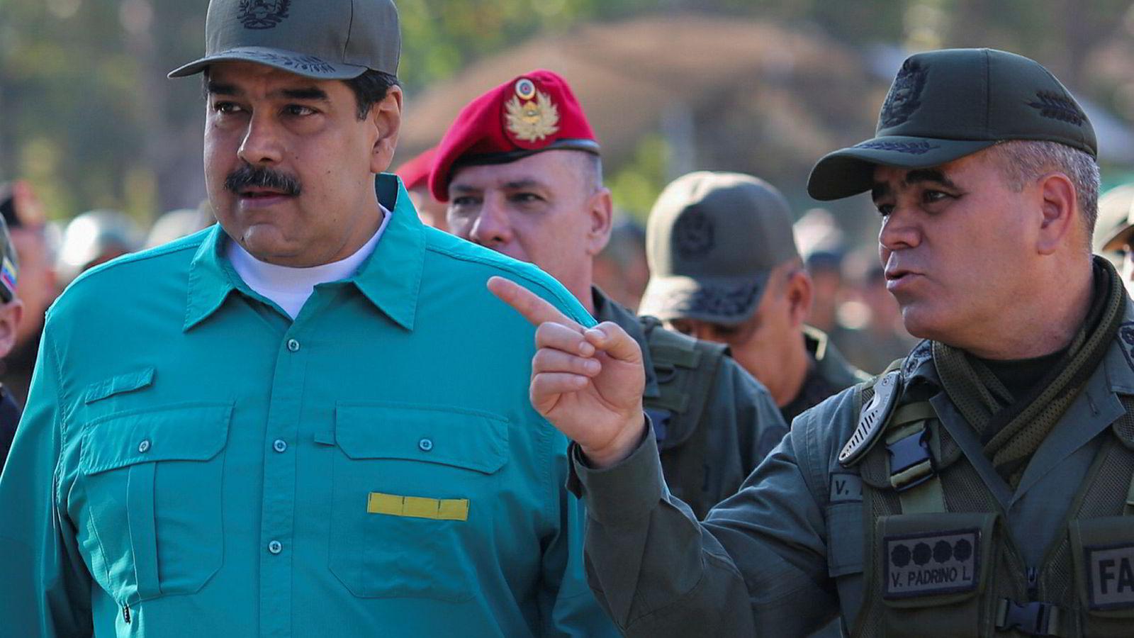 – Jeg er klar til å starte samtaler med ett mål for øyet: fred, forståelse og gjensidig anerkjennelse, skal presidenten i Venezuela, Nicolas Maduro (til venstre), ha sagt i et møte med venezulanske diplomater.