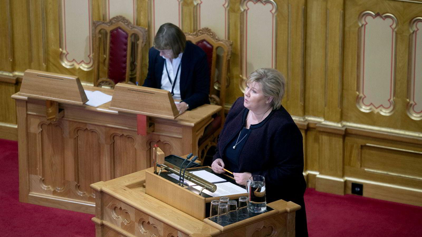 Dette er statsminister Erna Solberg i Stortingets spørretime. Eller er det det?