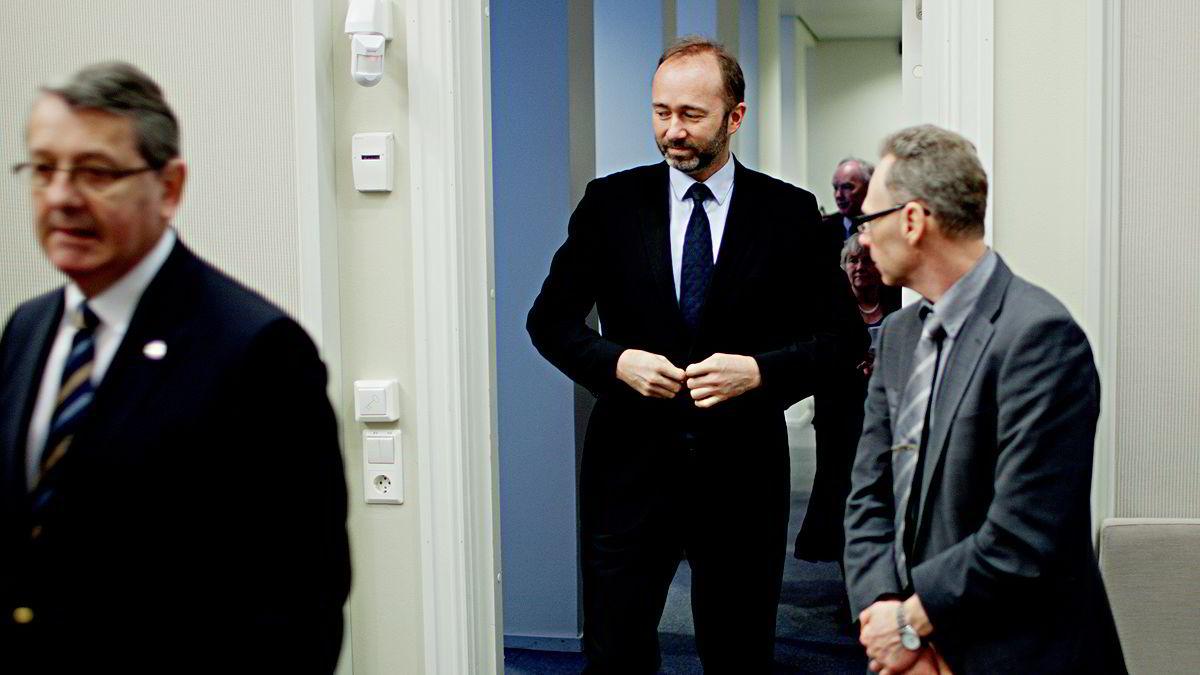 Næringsminister Trond Giske, midt i bildet.