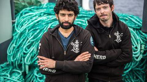 """PIRATJEGERNE: Lederne av Sea Shepherds «Operation Icefish», kapteinene Sid Chakravarty på """"Sam Simon"""" og Peter Hammarstedt på """"Bob Barker"""", har vært på piratjakt i over fire måneder. Foto:Jeff Wirth, Sea Shepherd Global"""