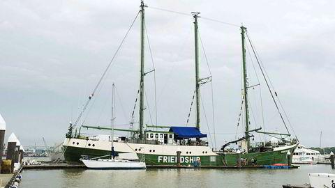 Skipet Rainbow Warrior II er nå skrapet på en strand i Bangladesh. Bildet er fra en annen anledning.