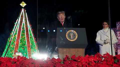 President Donald Trump og førstedame Melania fulgte tradisjonen og tente juletreet utenfor Det hvite hus for et par uker siden. Men julefesten med pressen har han avlyst.