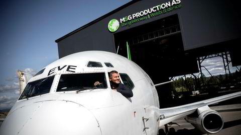 Gründeren Svein Gunnar Mæland i MSG Production har ti år etter at ideen ble født signert verdens første kontrakt for levering av et komplett vaskeanlegg for fly.