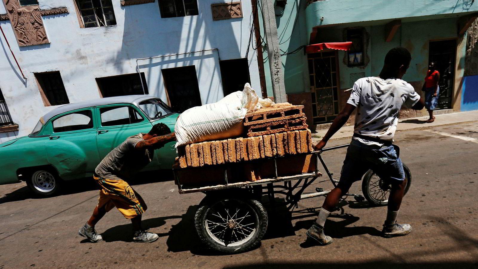 Det kommunistiske styret i Cuba vurderer nå å innføre en kryptovaluta for å dempe virkningene av amerikanske sanksjoner.