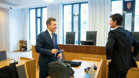 Advokat Jan Magne Langseth og advokat for staten Magnus Schei i Oslo tingrett tirsdag. Saken handler om gyldigheten av vedtak om blokkering av utenlandske bankkonti, forbudet mot betalingsformidling av innsats og gevinst i utenlandske pengespill uten norsk tillatelse.