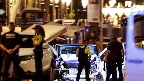 Dette er varebilen som skal ha drept 13 personer og såret rundt 100 personer i Barcelona torsdag kveld. Foto: Manu Fernandez/AP/NTB scanpix