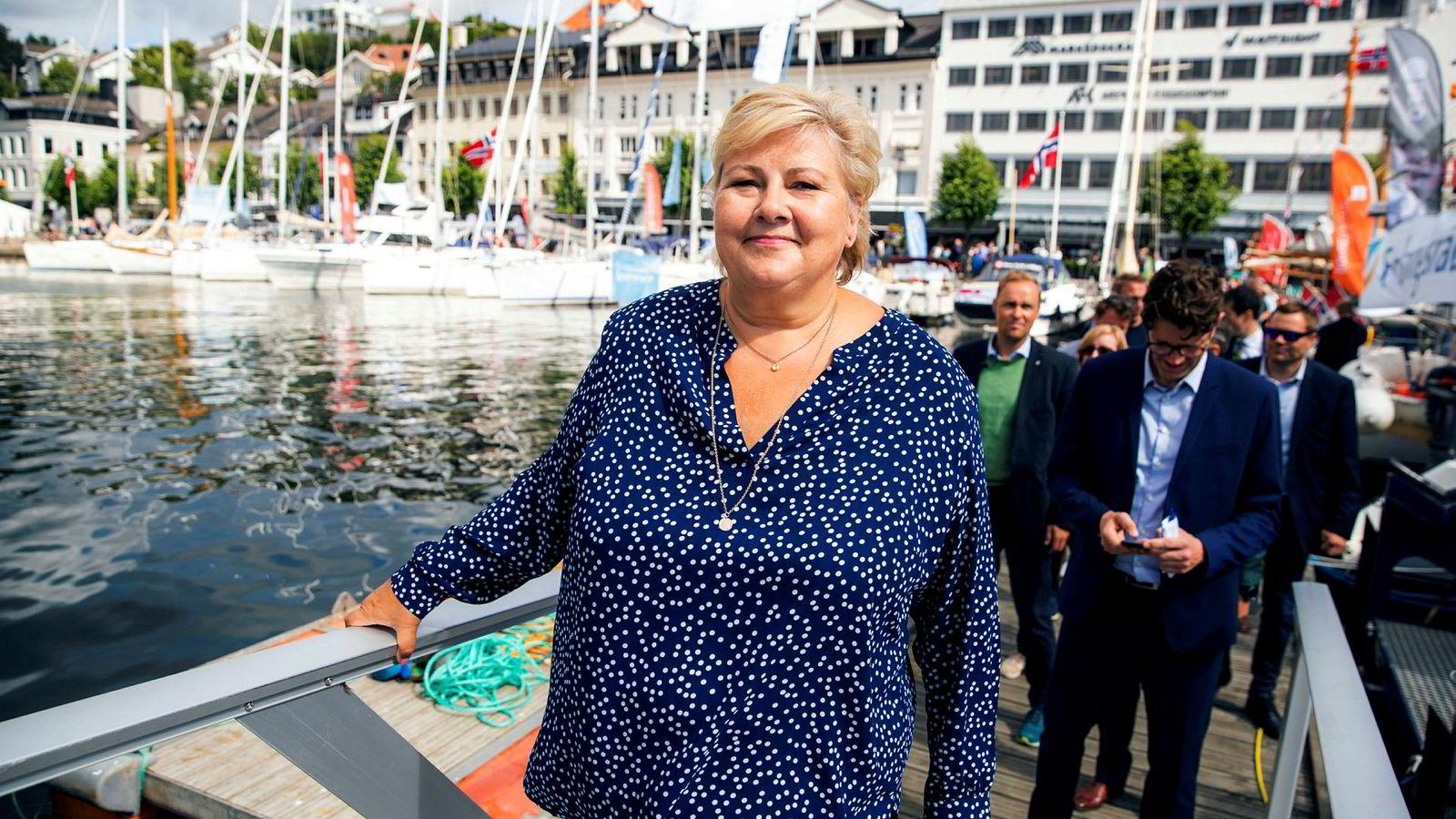 Statsminister Erna Solberg (H) holdt presselunsj der hun innledet med 26 siders powerpoint og drøyt 40 minutters foredrag uten å nevne sparkesykler med ett ord på Arendalsukas første dag.