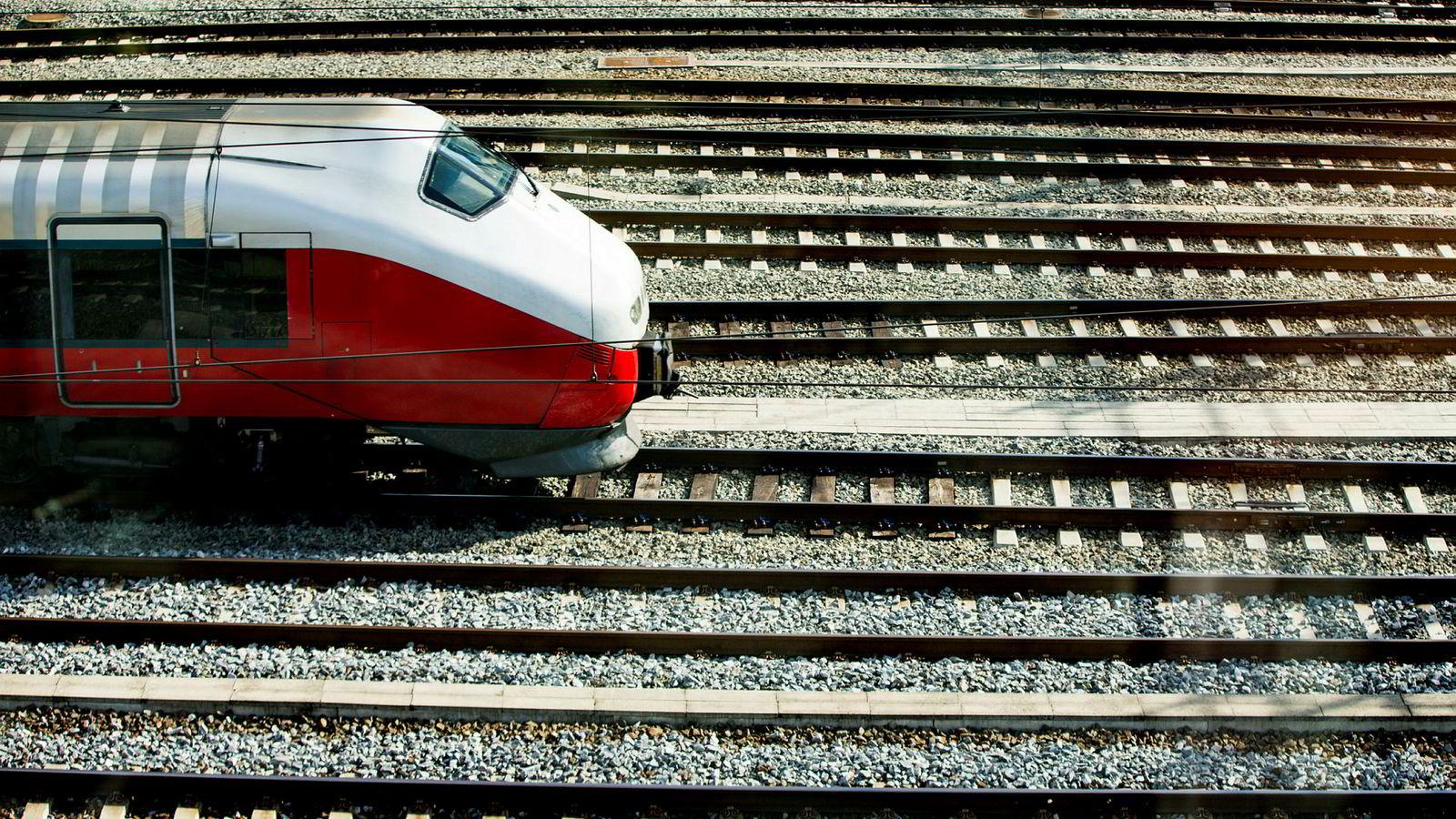 NSB, svenske SJ og britiske Go-Ahead er de aktuelle konkurrentene som ønsker kontrakt på Sørlandsbanen, Jærbanen og Arendalsbanen.