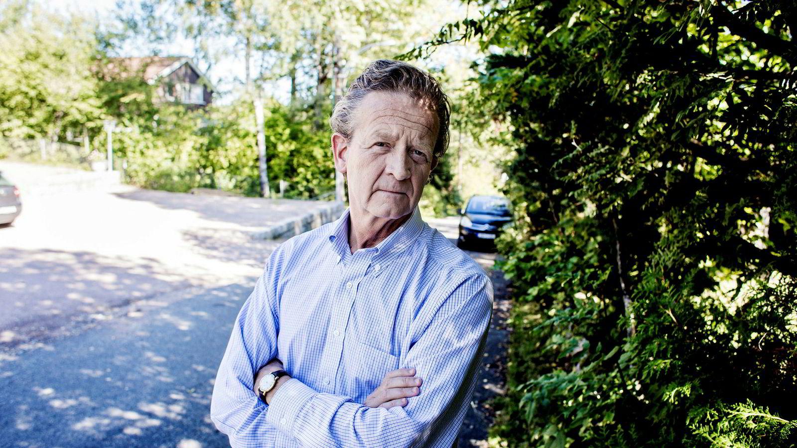 – Han vil tydeligvis ikke ha meg der, sier Hans Geelmuyden, som ikke får komme på Kruse Larsens sommerfest etter en rekke verbale dueller mellom de to pr-toppene.