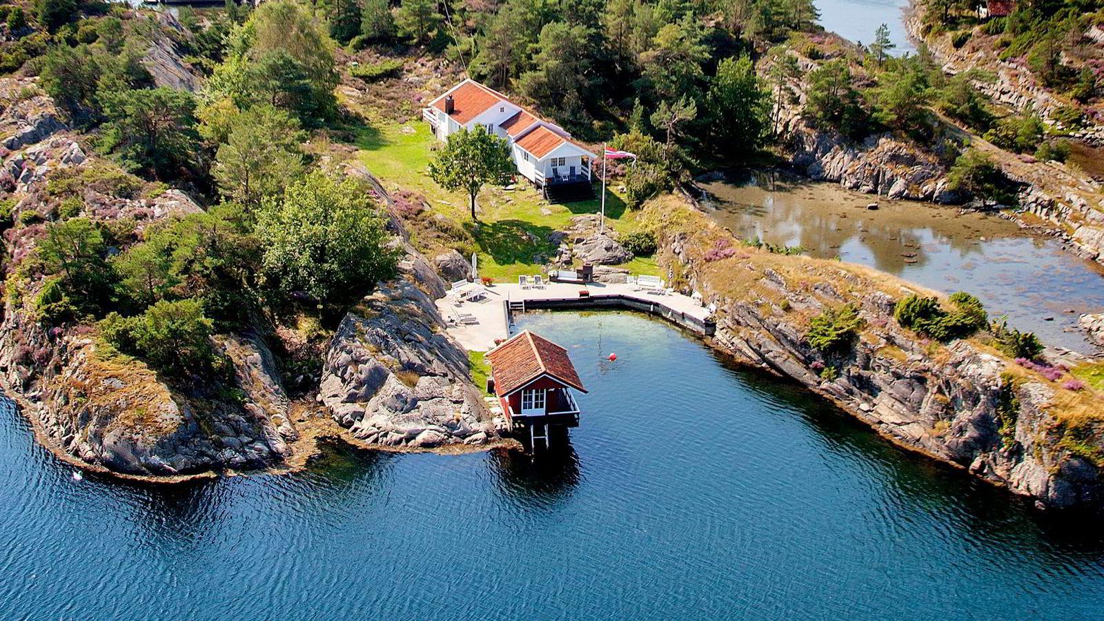 Eiendommen på Furuholmen utenfor Kristiansand hadde en prisantydning på 6 millioner kroner og ble solgt for 5,2 millioner.
